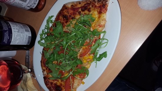 The Pizza Parlour: my half of a super yummy veggie pizza