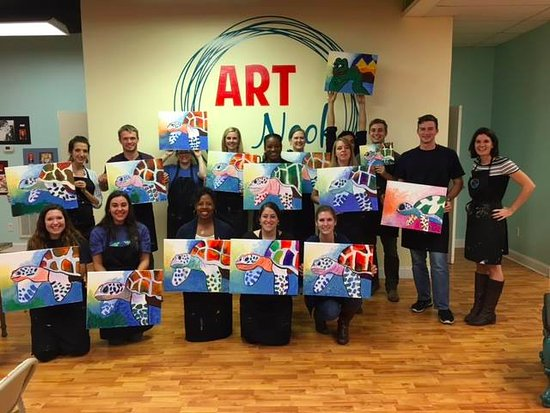 Aiken, Carolina Selatan: Fun night painting a sea turtle for Canvas & Cork! Great food that was accompanied by great drin