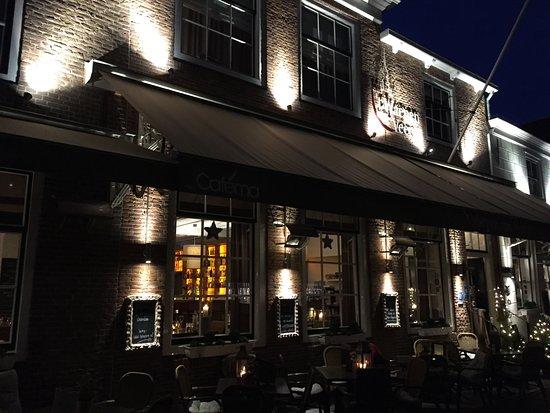 't Waepen van Veere: Inn exterior with Christmas lights