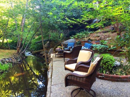 Gold Creek Inn Bu0026B: Backyard Seating Along Gold Run Creek