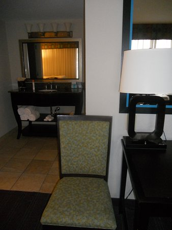 Hampton Inn Suites Nashville Downtown Chair By Desk