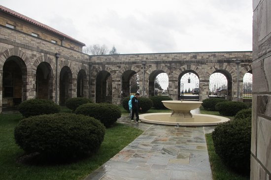 Ellicott City, MD: Outside quadrangle and fountain