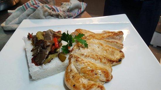 EL Marselles : Hamburger maison, carré d'agneau, suprême de poulet ET dj kriss