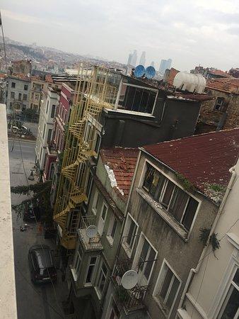 Stay Inn Taksim Hostel: View outside!
