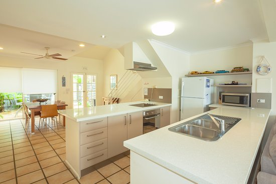 Noosa Entrance Waterfront Resort: Fully equipped kitchens