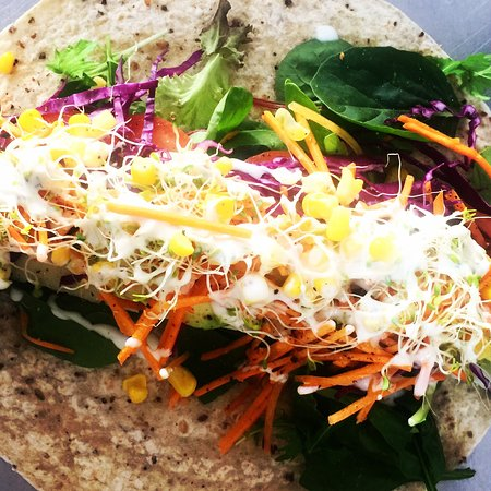 Karuah, Австралия: Rainbow salad wraps with herbed ranch dressing