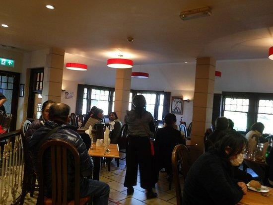 Beresford's Restaurant & Pub: 立地良い