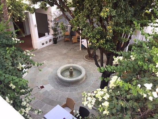 Casa Oaxaca: Dining courtyard