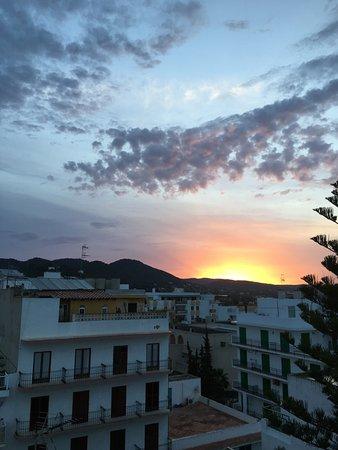 Hotel Tropical: Sunrise