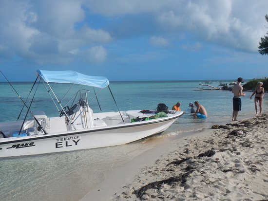West End, Grand Bahama Island: The Boat of Ely beached on Sandy Cay!