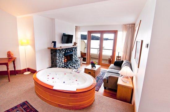 Sooke Harbour House Resort Hotel: Birdu0027s Nest Supreme King. Top Floor With  Tub For