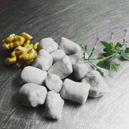 Trattoria Fugazza : gnocchi di patate viola con pere con crema di Zola gherigli di noce