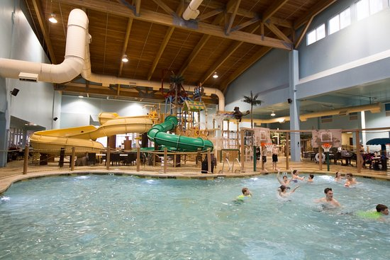 Canad Inns Destination Center Grand Forks: Splasher's of the South Seas