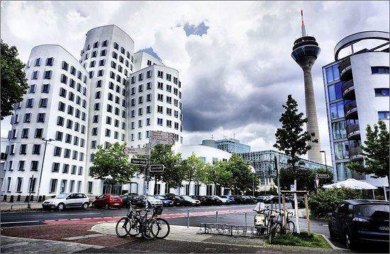 rheinuferpromenade düsseldorf restaurant