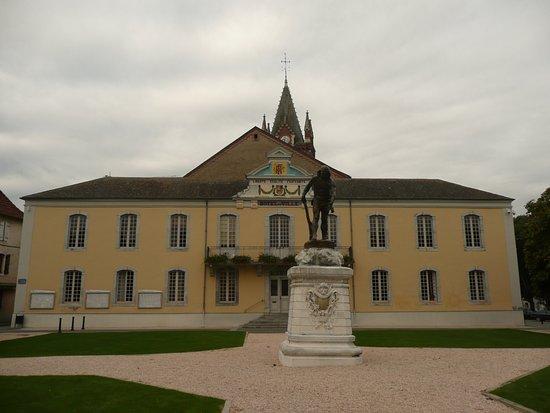 Vic-en-Bigorre, France: La belle mairie de Vic en Bigorre