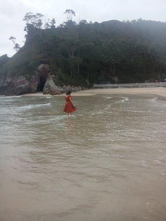 Playa de La Franca a las 08h de la mañana en septiembre