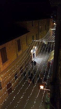 Palazzo Bellarmino: Affaccio sulla via dei mercatini