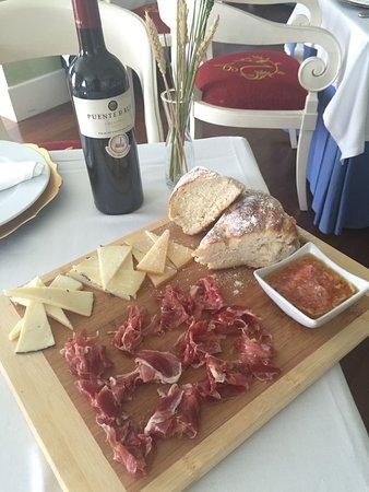Restaurante Alhacena: La tabla de ibéricos de muy buena calidad.