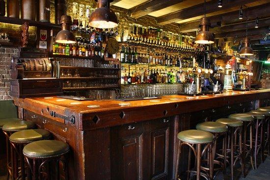 cozy antique french pub molly malones irish pub amsterdam red light district de