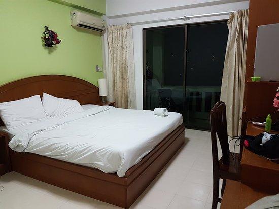 Phuket Holiday Hostel: 20161219_200821_large.jpg