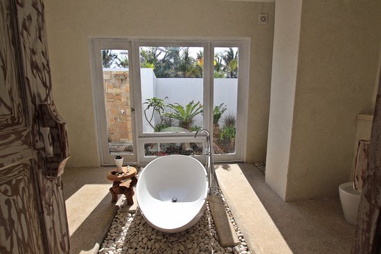Badezimmer Mit Aussicht - Auch Im Garten Befindet Sich Eine Dusche ... Badezimmer Mit