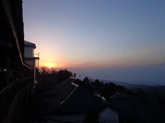 แกรนด์วิว โฮเต็ล: Sunset view from the recreational room