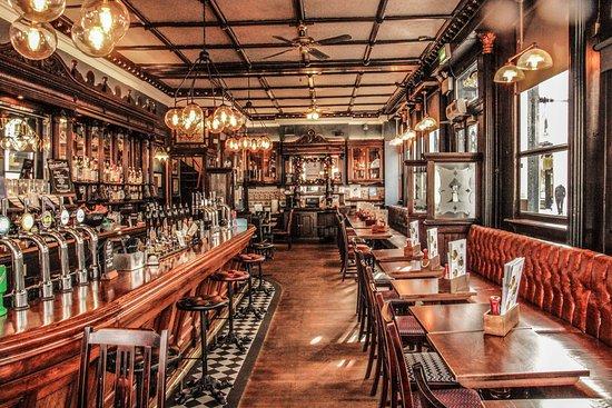 Zadať dátum a vyhľadať stôl Clockhouse Tavern- British Gastrobar.