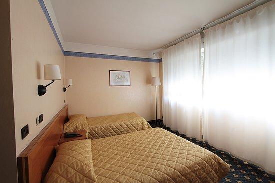 Azzano Decimo, Ιταλία: camera doppia con 2 letti
