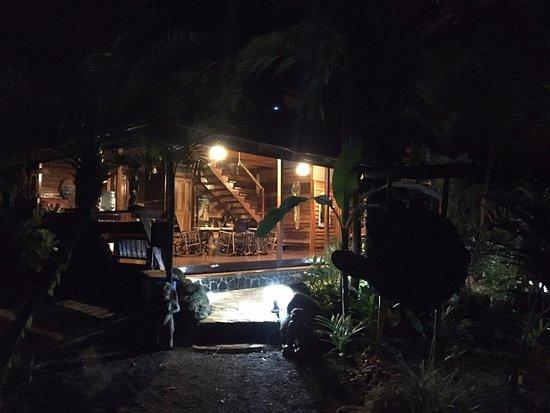 Congo Bongo Ecolodges Costa Rica: Big Dream House de noche