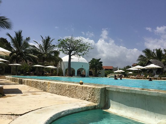 Swahili Beach Resort: A lovely time, my only problem I lost my Man. But my buddies are on hand.