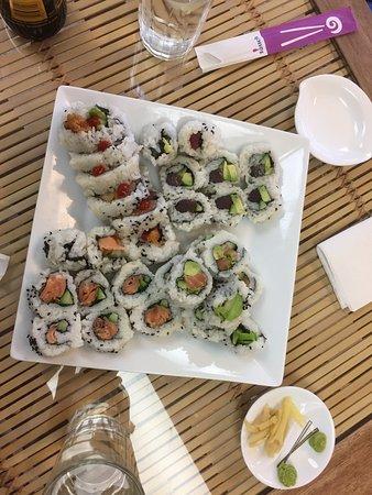 New Minas, Canadá: Four freshly made rolls: salmon, tuna, smoked salmon and jumbo
