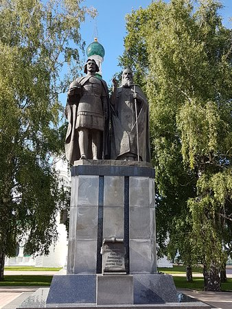Monument  to Knyazh Georgiy Vsevolodovich and St. Simon Suzdalskiy