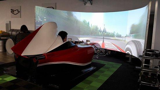 Mondeville, France: Simulateur F1 à 180°, réalisme assuré !