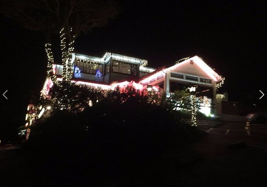 Belmont, CA: Christmas lighting