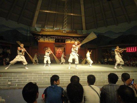 Dengfeng, จีน: Apresentação de Kung Fu