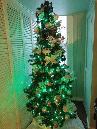The Kenwood Inn: Upstairs Christmas tree