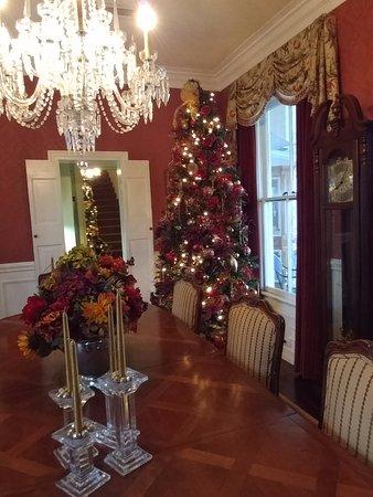 The Kenwood Inn: Dining Roomom Christmas Tree