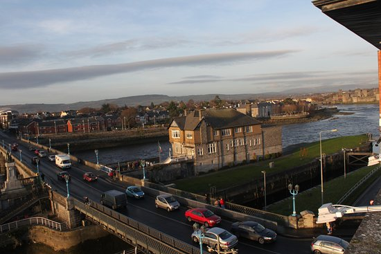 The Pier Hotel, Limerick: Sarsfield Bridge & Boat House