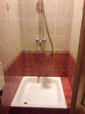 Roses Hotel: Baño 2