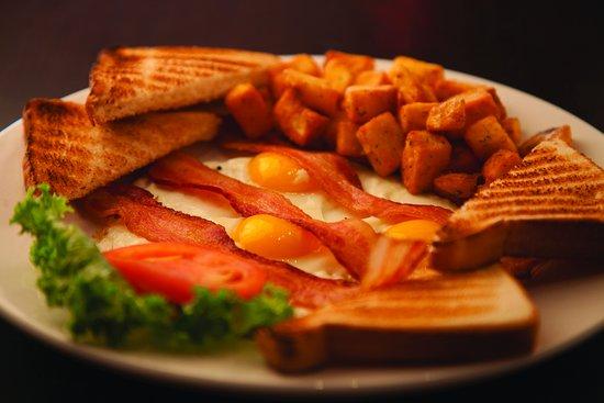 Barrie, Canadá: Bacon and Eggs Breakfast