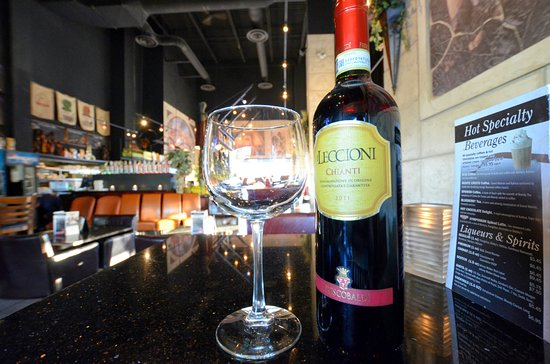Barrie, Canadá: Bottle of Wine Specials on Fridays