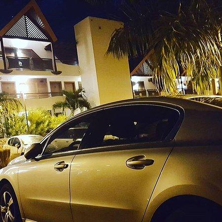 La Possession, La Reunion: Attente de mes clients à la soirée de Paris Hilton à l' Akoya Hotel