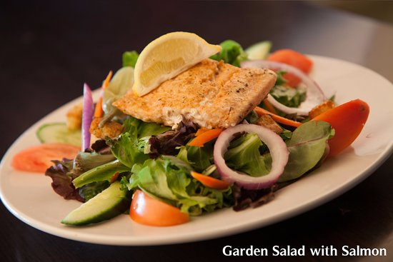 Barrie, Canada: Garden Salad with salmon
