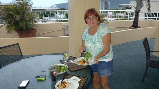 Inn Cairns Boutique Hotel: Rooftop terrace for views, watching the bats, & just relaxing