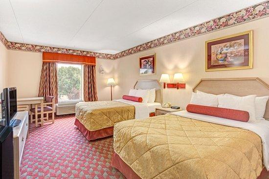 Ramada by Wyndham Murfreesboro: 2 Double Beds, Non Smoking, 2nd Floor