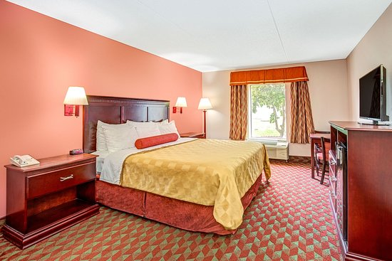 Ramada Murfreesboro: King Room
