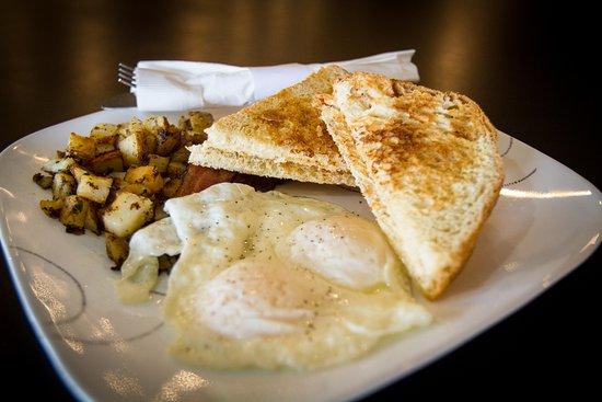 คอตตันวูด, อาริโซน่า: Two egg breakfast with Jerona's specialty seasoned potatoes
