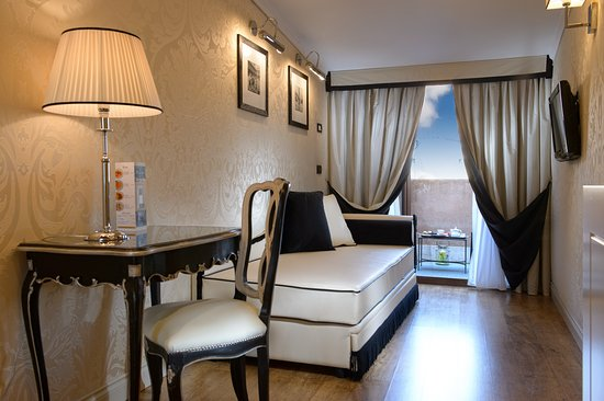 "HOTEL OLIMPIA Venice:  ""Romeo and Juliet"" JR Suite"