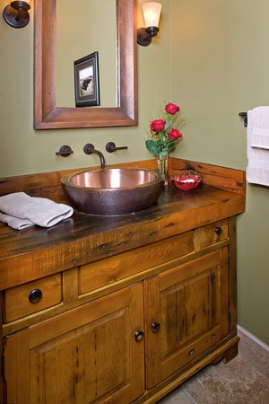 Grey Cliffs Ranch: Guest bathroom