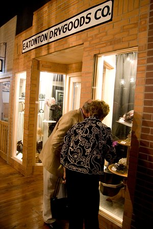 Eatonton, GA: The Old School History Museum is attached to the Welcome Center